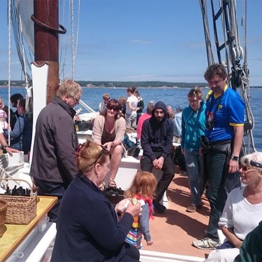 Vivaldi-Besatzung an Bord eines Segelbootes