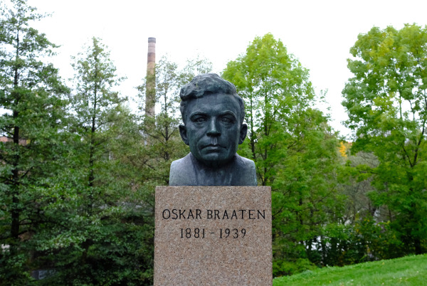 Bronze statue of Oscar Braaten.