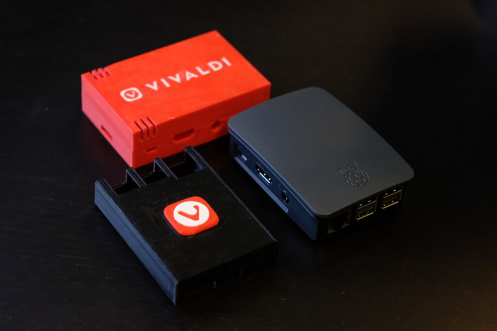 Custom Raspberry Pi case by Vivaldi