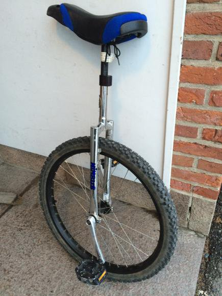 unicycle with spiked tyre